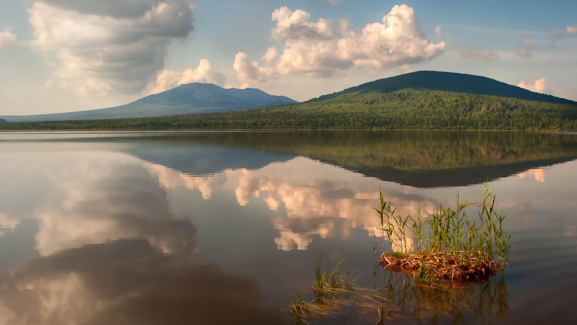 Озеро Зюраткуль. Фотограф Вадим Кукшинов