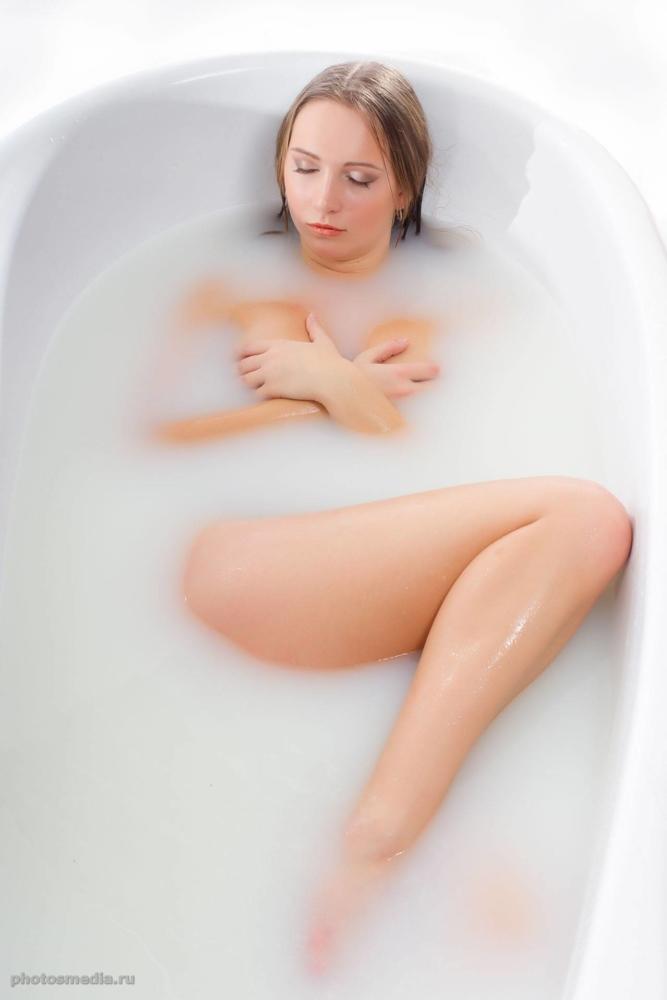 Молочная ванна. Модельное портфолио. Фотограф Вадим Кукшинов