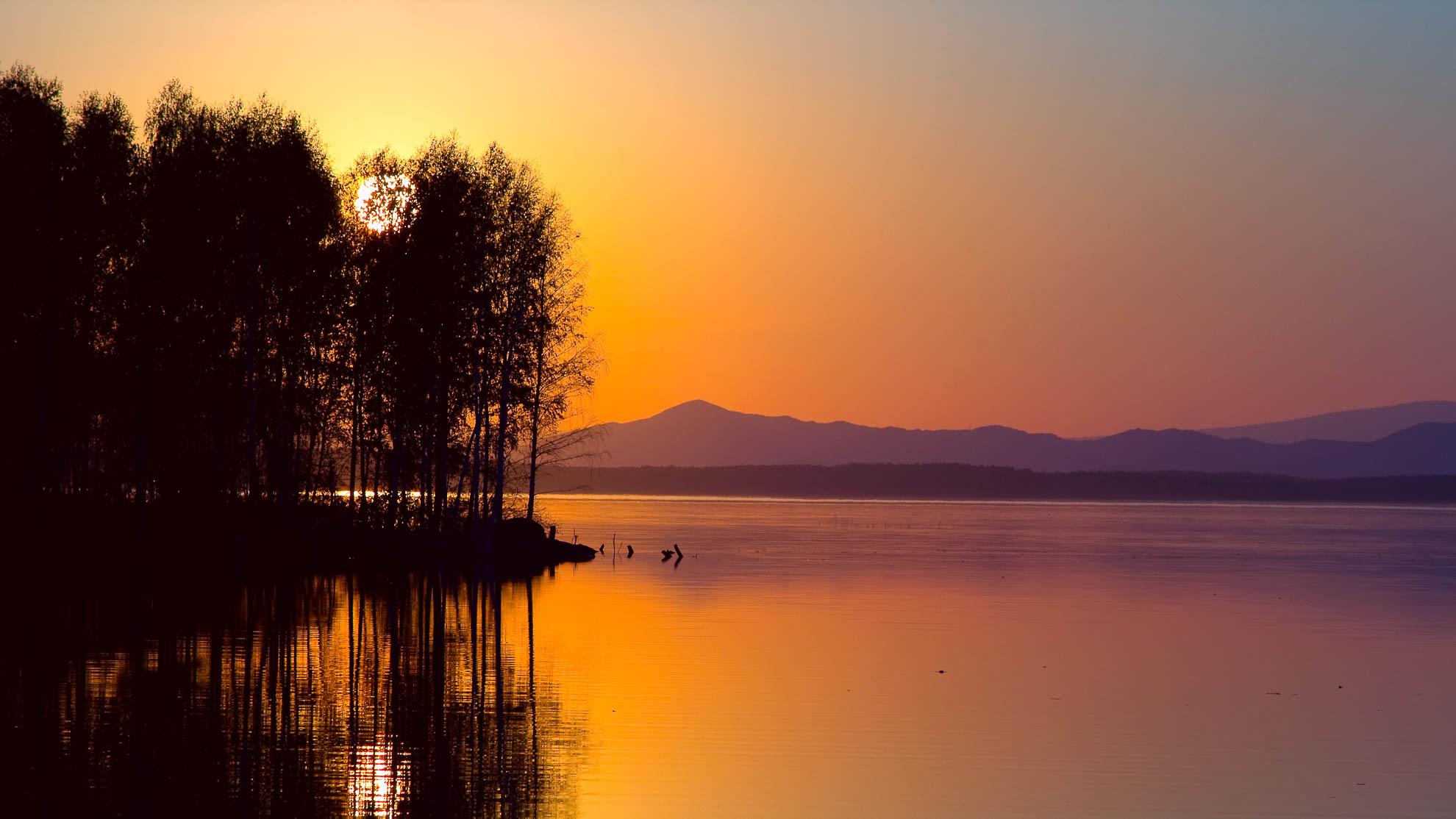 Фотограф Вадим Кукшинов. Закат на озере Увельды.